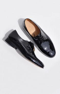 Minimal + Classic: dieppa restrepo cali oxford in black patent Fashion Shoes, Mens Fashion, Unique Shoes, Black Loafers, Minimal Classic, Just Girl Things, Wardrobe Basics, Pretty Shoes, Dream Shoes
