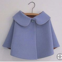 Vintage style small children wool cape sale by OneMe - Kindermode Vintage Kids Fashion, Style Vintage, Vintage Stil, Vintage Inspired, Little Girl Dresses, Girls Dresses, Baby Girl Fashion, Kids Wear, Baby Dress