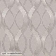 Papel Pintado Uptown UP-05-09-2 de líneas curvas repitiéndose verticalmente en todo el papel. Los tonos predominantes de este papel son el gris y el plata con reflejos champán, acompañados por pequeños detalles brillantes en purpurina.