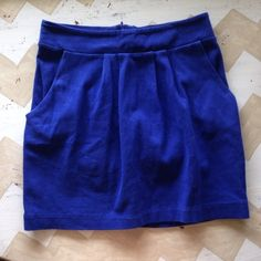 Forever 21 Royal Blue Skirt Small Royal blue skirt with pockets. Perfect skirt for summer and work! I bought it and hardly wore it. Let me know if you have any questions! Xx Forever 21 Skirts Mini