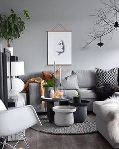 How gorgeous is this living room! Love the beautiful home of @marenbaxter  . Hope you're all having a relaxing Sunday! . #livingroom #livingroomdecor #nordichome #nordicinspiration