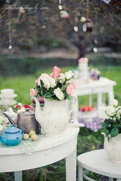 Alice in Wonderland Wedding by loretoidas, via Flickr
