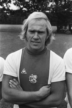 Willy Brokamp – Wikipedie Team Player, Soccer Players, Football Soccer, Amsterdam City Centre, Afc Ajax, Durham Region, Best Club, Royal Navy, Messi