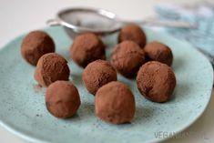 Zdrowe czekoladowe trufle z ciecierzycy w ramach testu blendera, o którym przeczytacie tutaj.