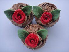 Rose Cupcakes from   Cupcakestakethecake.blogspot.com