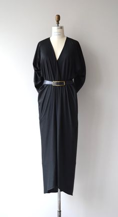 Vintage 1970s black polyester jersey cocoon/caftan style dress with bias cut, 3/4 sleeves, front slit and rounded hem and leather belt. --- M E A S U R E M E N T S ---  fits like: medium/large bust: 34-36 waist: up to 32 hip: free length: 57 brand/maker: Halston condition: excellent  ✩ layaway is available for this item  To ensure a good fit, please read the sizing guide: http://www.etsy.com/shop/DearGolden/policy  ✩ more vintage dresses ✩…