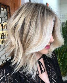It's true, you can observe that balayage works pretty nicely with all hair lengths. Still another website to explain to you how balayage is finished. You can't fail with this gorgeous b… Pelo Popular, Medium Hair Styles, Short Hair Styles, Bob Styles, Updo Styles, Hair Medium, Balayage Lob, Balayage Hairstyle, Langer Bob