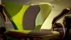 "#Silvestre presenta un bonito video sobre la exhibición ""7 Cool Architects"" de #Fritz Hansen en Museo Nacional de Artes Visuales (MNAV). Fritz Hansen, Floor Chair, Architects, Cool Stuff, Decor, Visual Arts, Museums, Chairs, Bonito"