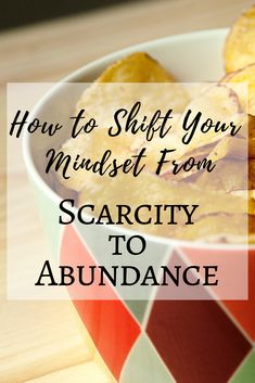 How to Shift Your Mindset to Move Towards Intuitive Eating Compulsive Overeating, Food Insecurity, Habits Of Successful People, Take Care Of Your Body, Food Out, Intuitive Eating, Mindful Eating, Holistic Nutrition