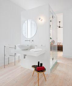 Ducha exenta en vestidor. Proyecto de reforma integral e interiorismo realizada por arroyoarquitectos