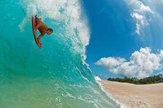 Resumo Fotográfico - Clark Little: Arrasando nas ondas com sua fotografia