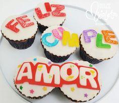 Cupcakes mensajeros para desearle un feliz cumpleaños a la persona más especial del mundo ^^