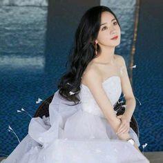 Zhao Li Ying, Chinese Actress, Formal Dresses, Wedding Dresses, One Shoulder Wedding Dress, Wedding Planning, Celebs, Beautiful, Aesthetics