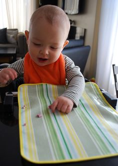 This free pattern for DIY wipeable baby placemat attaches to clip-on highchairs (and restaurant high chairs too! It covers the table and unlike baby plates your little darling cant throw it onto the floor. Sewing For Kids, Baby Sewing, Clip On Highchair, Baby Placemat, Storing Baby Clothes, Baby Plates, Baby Supplies, Kids Patterns, Bricolage