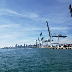 #portmiami is the ninth largest container port in the United States and the largest passenger port on the world. It impacts 334000 jobs and upwards of $43 billion in annual revenue. The cranes designed in Germany and made in China each cost $9 million.  #touristhadz in #magiccity #miami #sunshinestate #florida #ustravels #wanderlust #novembernomad #thadztravels Crane Design, Large Containers, Magic City, Sunshine State, San Francisco Skyline, Miami, Germany, Wanderlust