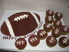 Football cake and cupcakes football cake and cupcakes. Not for a birthday party<br> football themed cake with matching football cupcakes Football Themed Cakes, Football Cupcakes, Cheap Clean Eating, Clean Eating Snacks, Mugcake Recipe, Cold Cake, Salty Cake, Cake Tins, Savoury Cake
