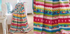 Kleurrijke gehaakte deken De deken is gehaakt met zeven verschillende kleuren van Schachenmayr Catania, en 1 kleur Catania Color.  Het patroon bestaat uit stokjes, vasten en moesjes (een soort reliëfsteek) Het is een flink haakwerk, maar met een prachtig resultaat! Hand Knit Blanket, Knitted Blankets, Baby Blanket Crochet, Crochet Baby, Free Crochet, Catania, Free Knitting, Knitting Projects, Crochet Patterns