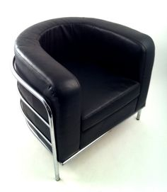 le corbusier round back armchair