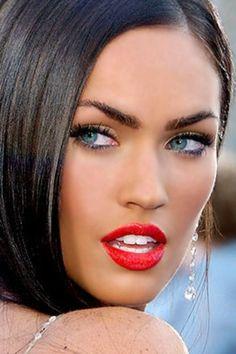 """--Megan Fox....love the red lipstick..and the earrings Lol---Bellos ojos, mas bellos si ven bien. Controlate cada año. Lee en nuestro blogspot """"Descansar frente a la PC """" y otros-------"""