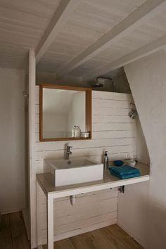 Petite salle de bains sous les combles