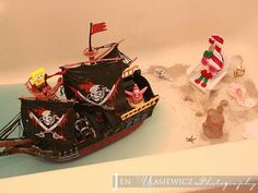 Fiona and Jingle - Elf on the Shelf - Pirates at the Beach