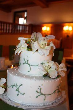 Weiße Hochzeitstorte mit Orchideen - Orchidea wedding cake - Heiraten am Riessersee in Garmisch-Partenkirchen, Bayern - Wedding in Bavaria