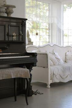 ♥ the dark piano against the white