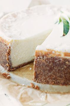 I love cheesecake and Pina Coladas what could be better than combining the two?! Piña Colada Cheesecake