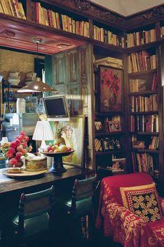 Keltainen talo rannalla: Tapettia, vintagea ja minimalismia