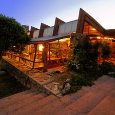 Frank Lloyd Wright - Taliesin West, 1937 - Scottsdale, AZ - Frank Lloyd Wright's winter home and studio. Organic Architecture, Contemporary Architecture, Amazing Architecture, Architecture Design, Frank Lloyd Wright Buildings, Frank Lloyd Wright Homes, Falling Water House, Wisconsin, Usonian
