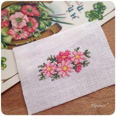 . マーガレットを刺しました。  明るいピンクが春らしい雰囲気。  #刺繍 #クロスステッチ #マーガレット #花 #ピンク #手芸 #手作り #手仕事 #ハンドメイド #embroidery #crossstitch #handwork #handmade #diy #flower #marguerite