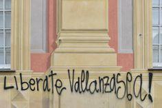 La scritta su Palazzo Ducale #Genova