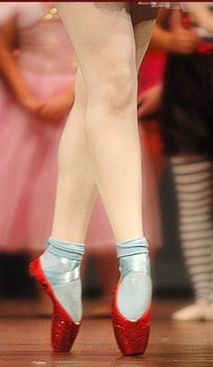 """There's no place like home."" Loving these ruby slipper pointe shoes. #WizardofOz #pointe"