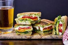 Gyors vacsora: rozmaringos-mozzarellás ciabatta http://www.nlcafe.hu/gasztro/20150319/gyors-vacsora-recept-rozmaringos-mozzarellas-ciabatta/