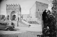 Tower of David, ca. The Tower of David Museum was opened in 1989 and contains archeological ruins dating back some years. Palestine History, Jewish History, Damascus Gate, Old City Jerusalem, Then And Now Photos, Visit Israel, Mount Of Olives, Temple Mount, Lions Gate