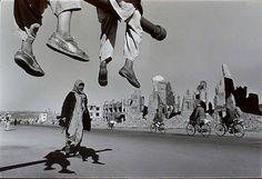 Como un falo en el cielo, alzado; como un pincho a pisotear en la tierra: la guerra. PH - James Nachtwey