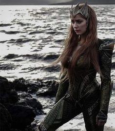 Amber Heard 'Justice League' First Photos: Fans Call Johnny Depp Ex-Wife Talentless Gold Digger – Plan To Boycott Film?