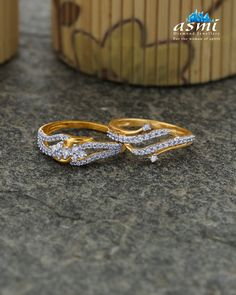 Let your jewellery speak for you. Flaunt these sparkling from finely crafted with glistening in a novel style and let them know you're here to stay! Gold Chain Design, Gold Ring Designs, Jewellery Designs, Jewelry Patterns, Gold Rings Jewelry, Jewelery, Jewelry Necklaces, Wedding Jewelry, Wedding Rings