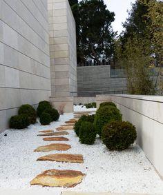 Busca imágenes de Jardines de estilo minimalista: Patio de grava. Encuentra las mejores fotos para inspirarte y crea tu hogar perfecto.