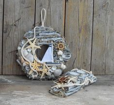 Переделки, мастер-классы, декупаж от Base of Art | ВКонтакте Driftwood Crafts, Seashell Crafts, Beach Crafts, Nautical Wreath, Seashell Wreath, Summer Deco, Cork Crafts, Diy And Crafts, Arts And Crafts