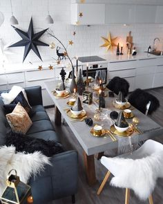 8 Table setting ideas for New Year's Eve - Daily Dream Decor New Years Eve Decorations, Party Table Decorations, Decoration Table, New Years Eve Table Setting, New Year Table, New Years Eve Dinner, New Years Eve Party, Furniture Deals, Quality Furniture