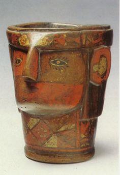 """El Kero"""" que era un tipo de vasija de oro, plata o madera que contiene las ofrendas religiosas en las ceremonias rituales para los dioses. Cultura Inca"""