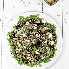 Carpaccio z buraka to zdrowa, smaczna i kolorowa przystawka. Świetnie sprawdzi się na imprezie, spotkaniu z rodziną lub znajomymi. **Przepis juz na blogu**🥗 #przepis #przystawka #carpaccio #buraki #rukola #mgotuje #salatka #salad #fit #fitfood #food Polish Recipes, Polish Food, Palak Paneer, Mozzarella, Feta, Risotto, Ethnic Recipes, Salads, Polish Food Recipes