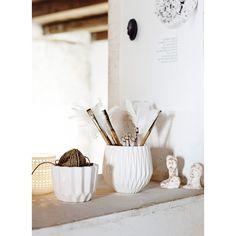 Niesamowita doniczka od Madam Stoltz. www.thedesigndigger.com