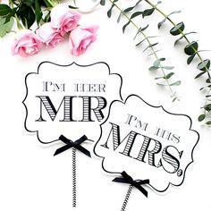 海外風の結婚式アイテムを数多く取り扱っています。モノトーンの海外風フォトプロップスはご新郎様にも人気のデザインです。