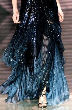 Versace Haute Couture Spring 2006 - Not Ordinary Fashion ~ETS Couture Mode, Couture Fashion, Runway Fashion, Milan Fashion, Street Fashion, Beautiful Gowns, Beautiful Outfits, Cute Outfits, Bar Outfits
