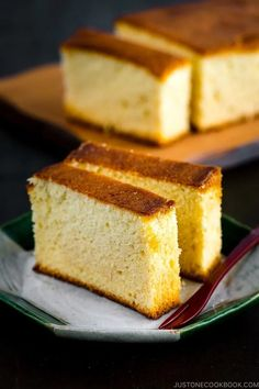 Treat yourself with this super moist Japanese sponge cake with a hint of sweetness from honey! Made with only 4 ingredients, Japanese Castella Cake is a very popular confectionery in Japan. Try this delicious cake for your weekend baking project. It goes well with afternoon tea and makes a great hostess gift! #castella #japanesefood #baking #honeycake | Easy Japanese Recipes at JustOneCookbook.com Easy Japanese Recipes, Japanese Food, Asian Recipes, Japanese Desserts, Japanese Cake, Vietnamese Recipes, Chinese Recipes, Traditional Japanese, Mexican Recipes