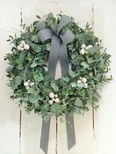 Door wreaths & autumn wreath door wreath autumn fresh shabby chic C & a designer & Christmas Door Wreaths, Christmas Flowers, Noel Christmas, Christmas Crafts, Corona Floral, Deco Table Noel, Deco Floral, Diy Weihnachten, Christmas Inspiration