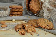 I biscotti ai cereali che vi propongo oggi, sono così, naturali al 100% e, sarà che pecco di presunzione, a me sembrano più buoni di quelli comprati.