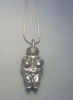 talismanes amuletos y símbolos   colgante Venus Willendorf